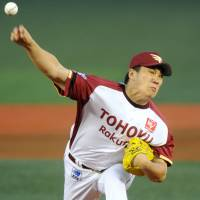 Nearly unhittable: Eagles right-hander Masahiro Tanaka displays full command of his pitches in Saturday's game against the Hawks at Kleenex Stadium. Tohoku Rakuten defeated Fukuoka Softbank 5-0, winning its seventh straight game. | KYODO PHOTO