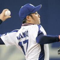 On Fire: Dragons starter Yudai Kawai throws a pitch against the Carp on Wednesday at Nagoya Dome. Chunichi won 2-1 to pull closer to first-place Tokyo Yakult in the CL standings. | KYODO