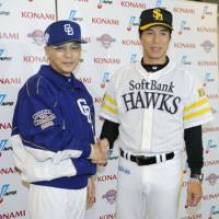 Ready for action: Chunichi Dragons skipper Hiromitsu Ochiai (left) and Fukuoka Softbank Hawks manager Koji Akiyama shake hands on the eve of the 2011 Japan Series.