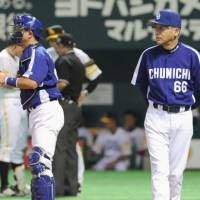 Steady leadership: Dragons skipper Hiromitsu Ochiai (right) and catcher Motonobu Tanishige, valuable mentors on and off the field, and the rest of the Chunichi squad return to Nagoya Dome with a 2-0 lead in the Japan Series.