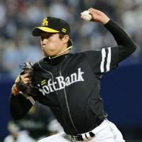 Eye on the target: Hawks left-hander Hiroki Yamada throws a pitch in Game 5 of the Japan Series on Thursday at Nagoya Dome. Fukuoka Softbank beat Chunichi 5-0. | KYODO