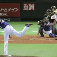 Key at-bat: The Hawks' Katsuki Yamazaki hits a fourth-inning single off Dragons pitcher Maximo Nelson in Game 7 of the Japan Series on Sunday. Fukuoka Softbank defeated Chunichi 3-0 to win the 2011 NPB championship. | KYODO