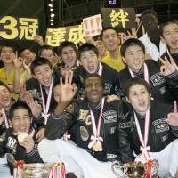 That winning feeling: Nobeoka Gakuen players celebrate their 88-55 win over Jinsei Gakuen in the Winter Cup championship game on Thursday at Tokyo Metropolitan Gymnasium. | KYODO PHOTO