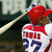 Cuba tops Japan, remains unbeaten at WBC