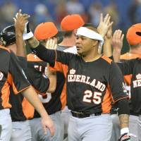 Big brother: Veteran Andruw Jones (25) has played an important role in fostering team spirit with the Netherlands at the World Baseball Classic. | AFP-JIJI