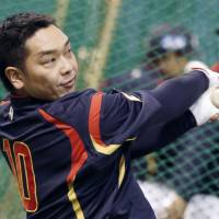 Back to work: Japan catcher Shinnosuke Abe takes part in a practice session at Tokyo Dome on Monday. | KYODO