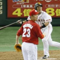 Wakiya, Abe rescue Giants against Carp