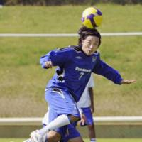 Ready to go: Gamba Osaka midfielder Yasuhito Endo hits the ball with his head during Tuesday's practice session in Suita, Osaka Pref. Gamba play Urawa Reds in the second leg of the Asian Champions League semifinals on Wednesday at Saitama Stadium 2002. | KYODO PHOTO