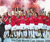 Manchester United players celebrate the team's 1-0 victory in the Club World Cup final against LDU Quito of Ecuador at International Stadium Yokohama on Sunday.