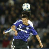 Rising above: Gamba Osaka's Ryuji Bando leaps to head the ball against an unidentified player from Mexico's Pachuca in the Club World Cup's third-place match on Sunday in Yokohama. Gamba won 1-0.   AP PHOTO