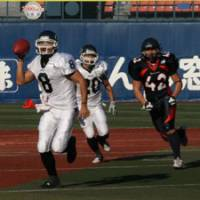 Twice as Rice: Panasonic Electric Impulse quarterback Tetsuo Takata (8) will try to help his team capture consecutive national championships at the Rice Bowl against collegiate champion Ritsumeikan University on Jan. 3 at Tokyo Dome. | KAZ NAGATSUKA PHOTO