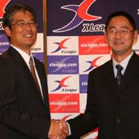 Awkward reunion: Kajima Deers coach Kiyoyuki Mori (left) and Fujitsu Frontiers coach Satoshi Fujita lead their respective teams into the 23rd Japan X Bowl on Monday. The coaching counterparts were Kyoto University teammates two decades ago. | KAZ NAGATSUKA PHOTO