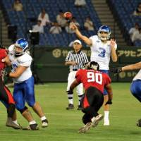 Banner debut: IBM quarterback Kevin Craft completed 49 of 59 passes for 439 yards against Fujitsu on Thursday night in the 2012 X League opener at Tokyo Dome. The Frontiers defeated Craft and the Big Blue 24-20. | YOSHIAKI MIURA