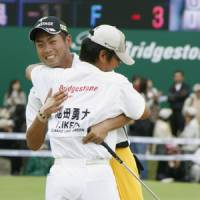 Job well done: Yuta Ikeda celebrates with his caddy after winning the Bridgestone Open on Sunday. | KYODO PHOTO