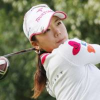 Super effort: Chie Arimura shoots a 10-under 62 on Saturday in the Elleair Ladies Open. | KYODO PHOTO
