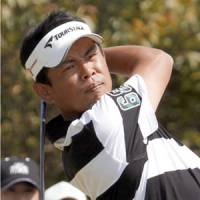 Tetsuji Hiratsuka watches his shot during the second round of the Japan PGA Championship on Friday. | KYODO PHOTO