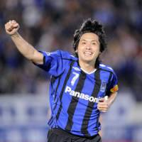 Clincher: Gamba's Yasuhito Endo celebrates his game-winning goal against Kyoto Sanga on Wednesday in Osaka. Endo's strike in the 54th minute gave Gamba a 1-0 victory. | KYODO PHOTO