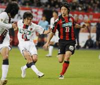 Title-clinching goal: Antlers midfielder Takuya Nozawa (center) scores a goal in the 36th minute against Consadole at Sapporo Dome on Saturday afternoon. With a 1-0 win, Kashima grabbed the J. League title for the second consecutive season. | KYODO PHOTO
