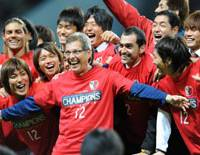 Kashima Antlers manager Oswaldo Oliveira and his players celebrate after winning the 2008 J. League title on Saturday in Sapporo. Kashima defeated Consadole Sapporo 1-0 to secure its second straight championship. | KYODO PHOTO