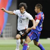 S-Express: Shinji Okazaki (left) has helped Shimizu S-Pulse lead the J. League for most of this season. | KYODO PHOTO
