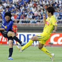 Scoring the winner: Gamba Osaka midfielder Hideo Hashimoto scores a goal in the 32nd minute during Sunday's J. League match against Montedio Yamagata at Ishikawa Kanazawa Stadium. Gamba won 1-0. | KYODO PHOTO