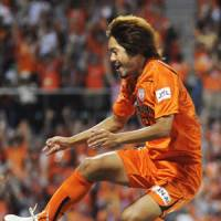 S-Pulse, Grampus prove championship credentials