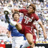 Sinking sands: Yoshito Okubo and his Vissel Kobe teammates have their work cut out to escape relegation to J2. | KYODO PHOTO