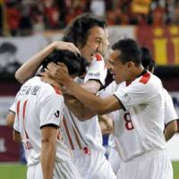 Good job: Marcus Tulio Tanaka and his Grampus teammates celebrate Keiji Tamada (left) after the forward scored a goal in the first half against Vissel Kobe at Home's Stadium on Saturday. Nagoya won 2-1. | KYODO PHOTO