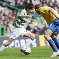 Young and wise: Winger Koki Mizuno, seen here with Celtic in 2009, is back in the J. League with Kashiwa Reysol but dreams of playing abroad again. | KYODO PHOTO