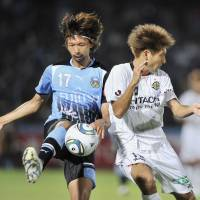 Off the ground: Frontale defender Kosuke Kikuchi (left) and Reysol midfielder Junya Tanaka vie for the ball during Saturday's match in Kawasaki. Kawasaki beat Kashiwa 3-2. | KYODO PHOTO