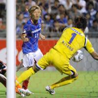 Marinos look to hold on after scratching five-year itch