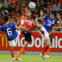 Keeping the faith: Omiya Ardija's Rafael (center) is trying to stay positive in the wake of a difficult season for the club. | KYODO PHOTO