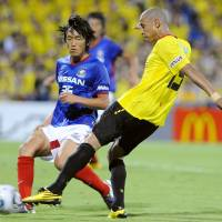 Full tilt: Reysol's Jorge Wagner (right) scores on Saturday despite the attentions of Marinos' Shunsuke Nakamura. | KYODO