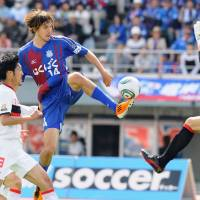 Potent force: Ventforet Kofu striker Mike Havenaar, who led J2 last season with 20 goals, has scored nine times for the Yamanashi-based club in 2011. | KYODO