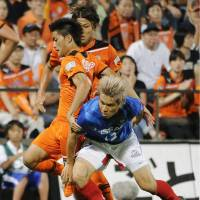 In pursuit: Yokohama F. Marinos defender Yuzo Kobayashi (front) and two Shimizu S-Pulse players vie for the ball in Saturday's match that ended in a scoreless draw. | KYODO PHOTO