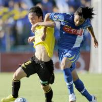 Full frontal: Kashiwa's Masakatsu Sawa (left) tries to escape the attentions of Yamagata's Takumi Yamada on Sunday. | KYODO