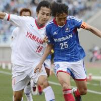 Shoulder to shoulder: Jubilo Iwata's Ryoichi Maeda (left) and Yokohama F. Marinos' Shunsuke Nakamura compete for the ball during Marinos' 2-1 win on Saturday. | KYODO