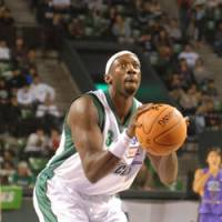 Mamadou Diouf of the Saitama Broncos is averaging 15.0 points per game, helping his team take a 16-16 record into this weekend's pivotal series against the Osaka Evessa, the bj-league's two-time defending champions. | YOSHIAKI MIURA PHOTO