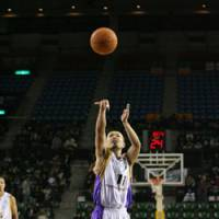 Cohey Aoki of the Tokyo Apache is heading for his third straight free-throw percentage title in the bj-league this season. | MANABU KOBAYASHI / TOKYO APACHE PHOTO
