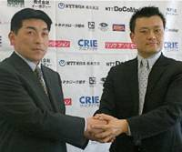 New Link Tochigi Brex coach Mitsuhiko Kato (left) and team president Takashi Yamaya pose for a picture during a Tuesday news conference in Tokyo. Kato will guide the team as it makes the jump from the JBL's second division to the top flight. | KAZ NAGATSUKA PHOTO