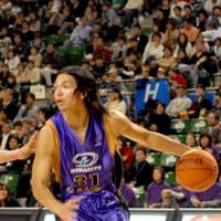 Back in action: Tokyo Apache shooting guard Masashi Joho and his teammates open the 2008-09 season against the host Niigata Albirex BB on Saturday. Tokyo fell to the Osaka Evessa in last May's title game. | YOSHIAKI MIURA PHOTO