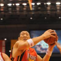 Giant steps: Hamamatsu Higashimikawa Phoenix's Sun Ming Ming goes on the attack against the Sendai 89ers on Saturday. | HAMAMATSU HIGASHIMIKAWA PHOENIX