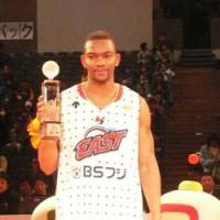 Brightest star: Bobby St. Preux, of the Sendai 89ers, holds up his MVP trophy after the 2008-09 bj-league All-Star Game in Beppu, Oita Pref., on Sunday. | ED ODEVEN PHOTO