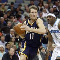 Going baseline: Indiana's Mike Dunleavy drives past the Hornets' James Posey on Friday night. New Orleans won 107-101. | AP PHOTO