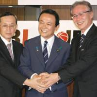 Looking ahead: JBL president Yoshifumi Ito (left), Japan Basketball Association chairman Taro Aso (center) and bj-league commissioner Toshimitsu Kawachi attend a new conference on Wednesday in Tokyo. The two leagues have reached a formal agreement to proceed forward with a plan to form a proposed new league for the 2013-14 season. | KYODO PHOTO