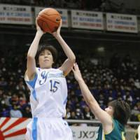 Textbook form: Sapporo Yamanote forward Moeko Nagaoka's superb shooting carried her school to a 97-59 triumph over Nakamura Gakuen in the All-Japan High School Basketball Tournament girls final on Tuesday. | KYODO PHOTO