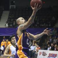 Solid play: Apache All-Star guard Cohey Aoki has scored in double figures in seven of the last eight games, helping his club win six of its last eight games before All-Star weekend. | KAZ NAGATSUKA PHOTO