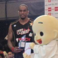 Center of attention: Osaka Evessa star Lynn Washington enjoys the spotlight after winning the 2010-11 bj-league All-Star Game MVP award on Sunday. | ED ODEVEN