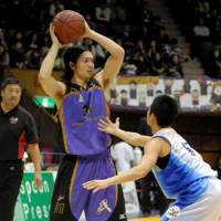 Still on the market: Former Tokyo Apache guard Masashi Joho, who has played in four bj-league championship games, remains unsigned after the Shiga Lakestars released him. | YOSHIAKI MIURA PHOTO