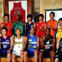 A fresh start: Players from 18 of the bj-league's 19 teams participate in a news conference on Sept. 26 as preparations began for the league's seventh season. | YOSHIAKI MIURA PHOTOS